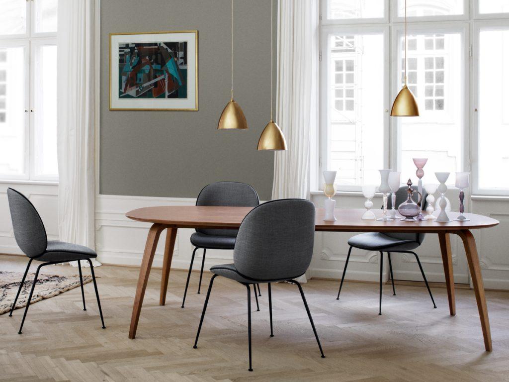 chaises beetle chair gubi