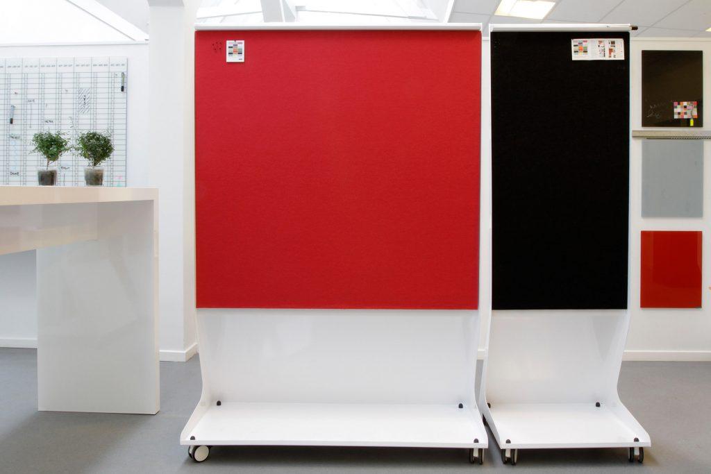 bureaux chat board mobile panels