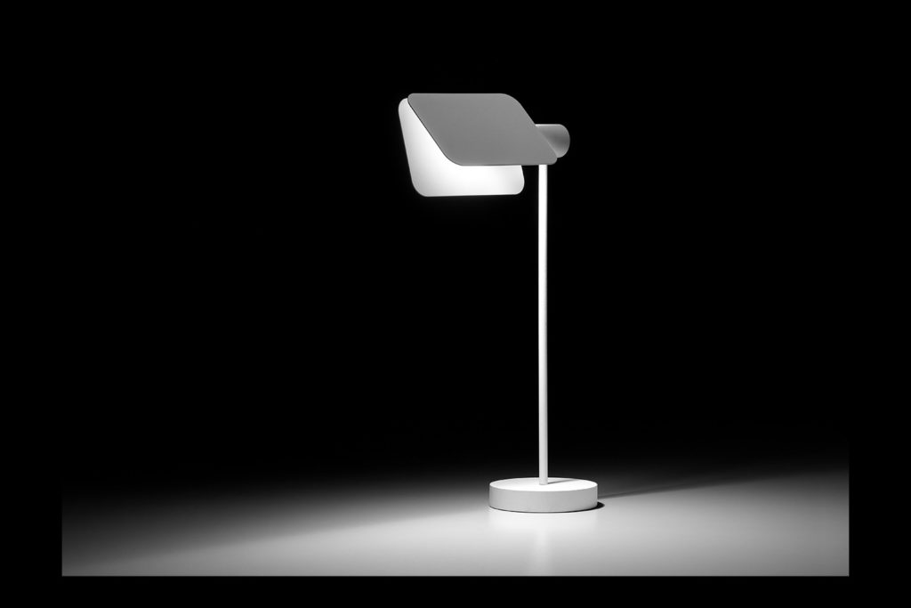luminaire lampe de table blanche blackjack tossB