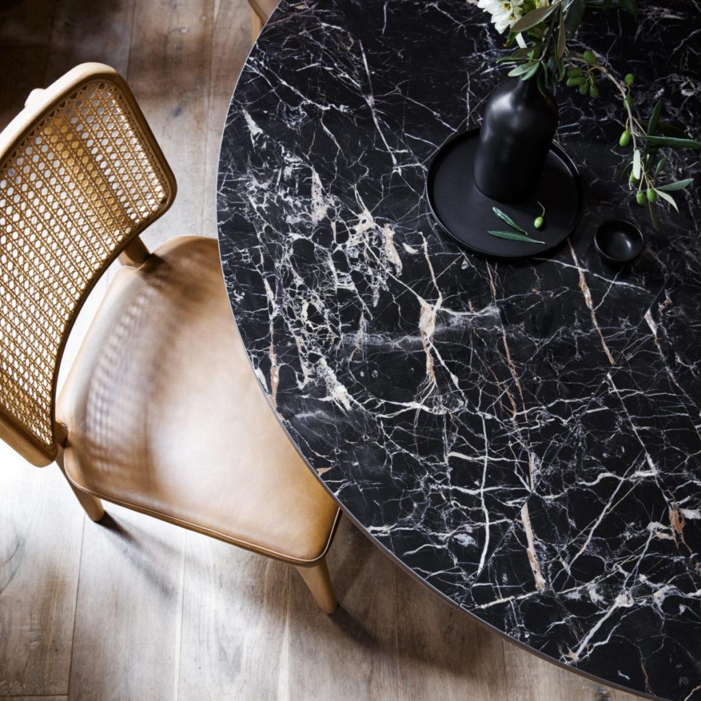 table marbre intérieur de repas
