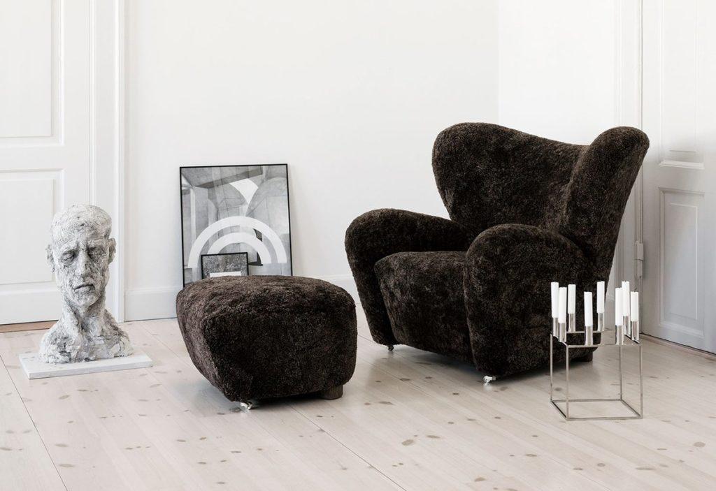 The tired man by Lassen fauteuil intérieur salon mouton